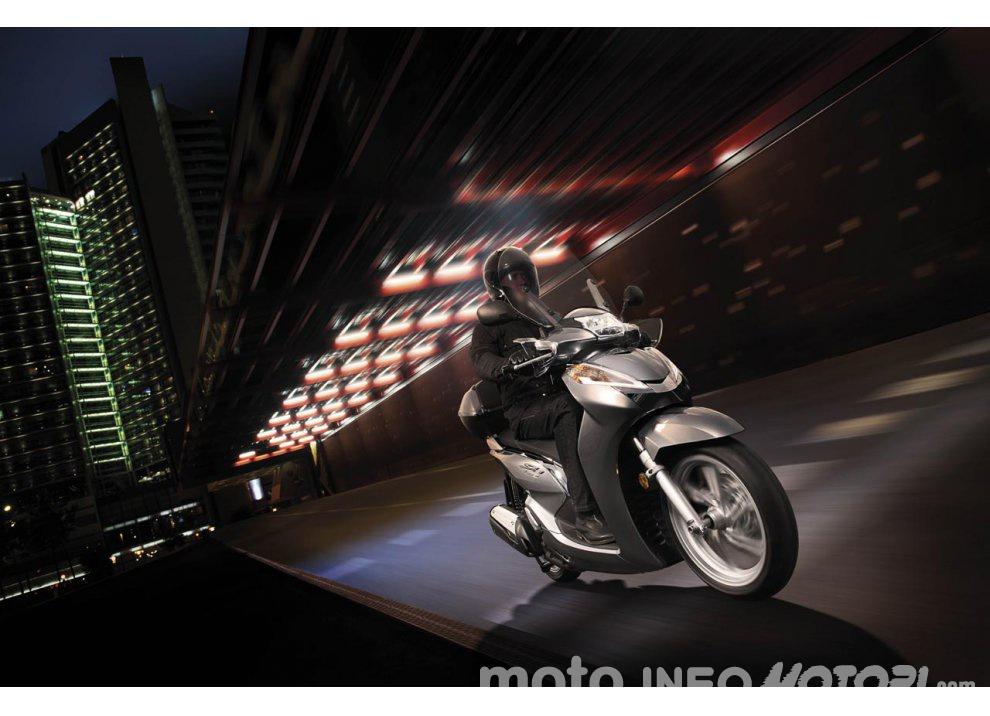 Nuovo Honda SH 300i ABS 2016 - Foto 21 di 22