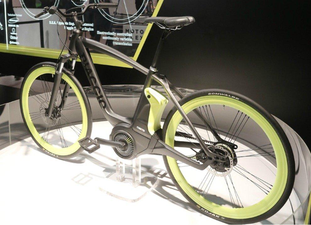 Piaggio Electric Bike Project con motore elettrico