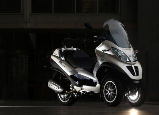 Gli incentivi auto elettriche ed ecologiche escludono scooter e moto - Foto 2 di 9