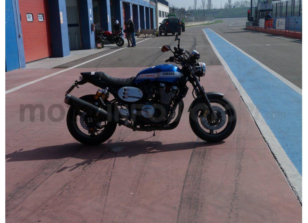 Prova Yamaha XJR 1300: tanta coppia su strada e pista - Foto 3 di 25
