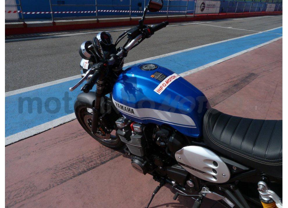 Prova Yamaha XJR 1300: tanta coppia su strada e pista - Foto 6 di 25
