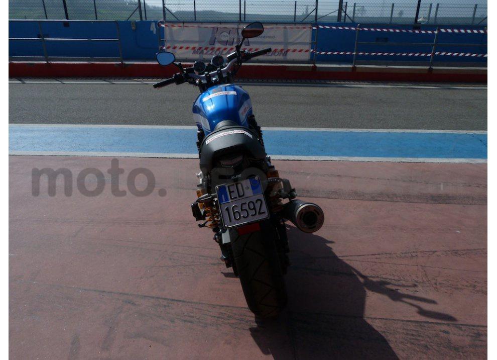 Prova Yamaha XJR 1300: tanta coppia su strada e pista - Foto 7 di 25