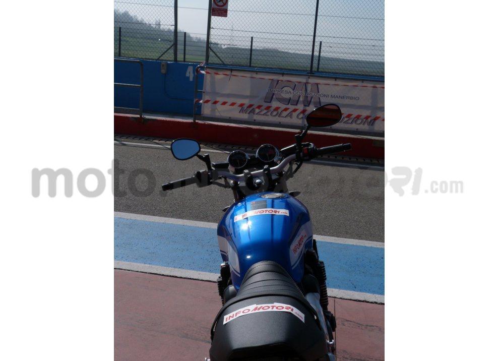 Prova Yamaha XJR 1300: tanta coppia su strada e pista - Foto 9 di 25