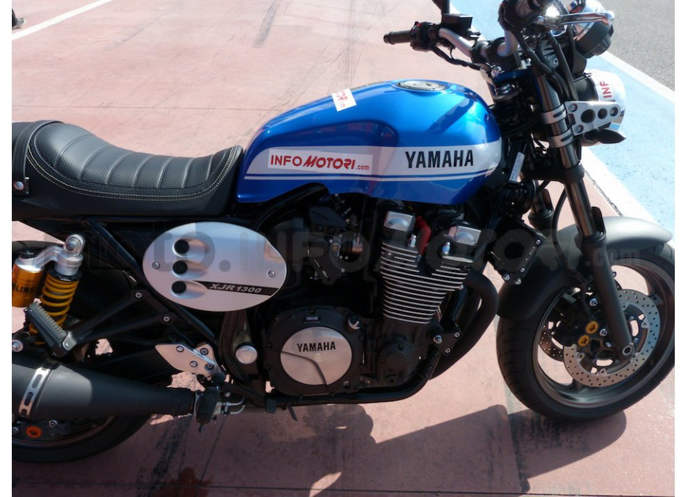 Prova Yamaha XJR 1300: tanta coppia su strada e pista - Foto 10 di 25
