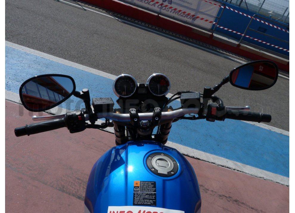 Prova Yamaha XJR 1300: tanta coppia su strada e pista - Foto 11 di 25
