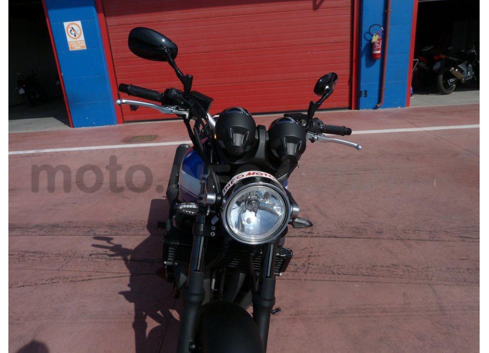 Prova Yamaha XJR 1300: tanta coppia su strada e pista - Foto 12 di 25