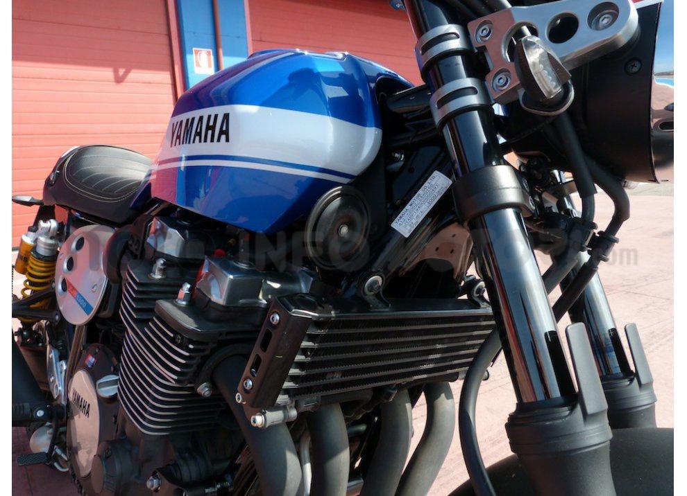 Prova Yamaha XJR 1300: tanta coppia su strada e pista - Foto 14 di 25