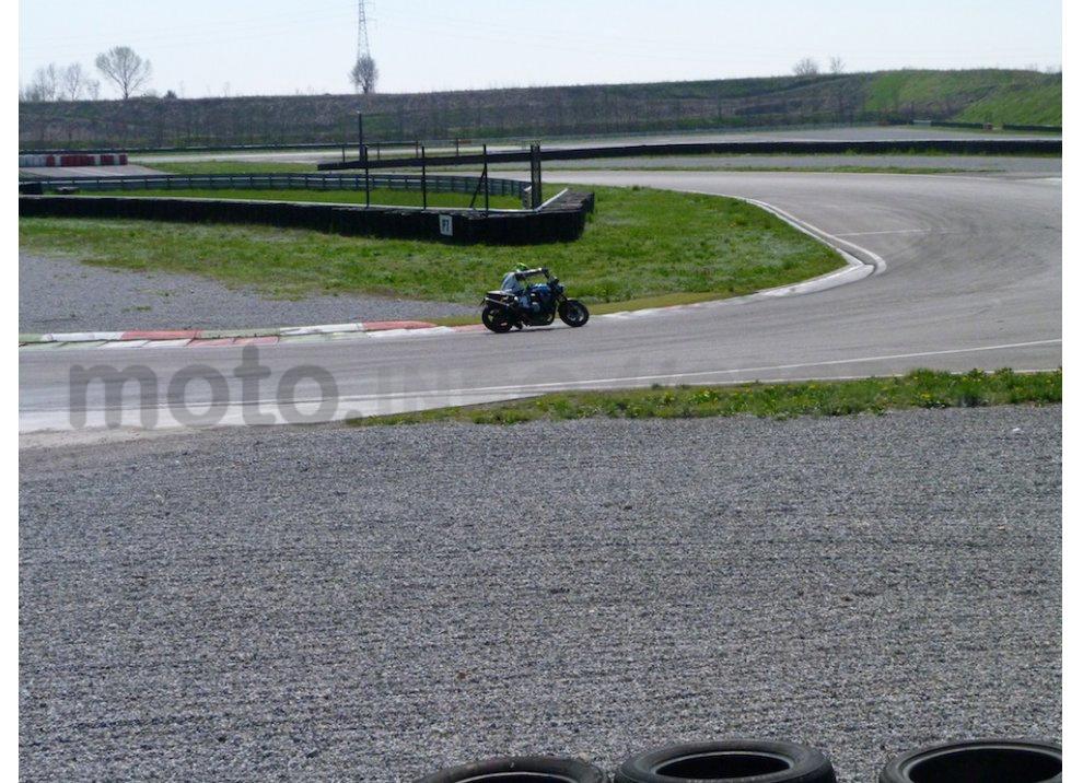 Prova Yamaha XJR 1300: tanta coppia su strada e pista - Foto 16 di 25