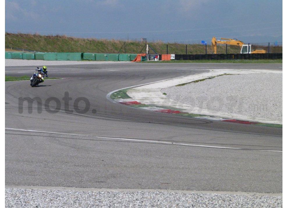 Prova Yamaha XJR 1300: tanta coppia su strada e pista - Foto 17 di 25