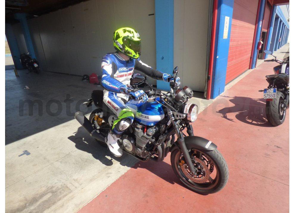 Prova Yamaha XJR 1300: tanta coppia su strada e pista - Foto 20 di 25