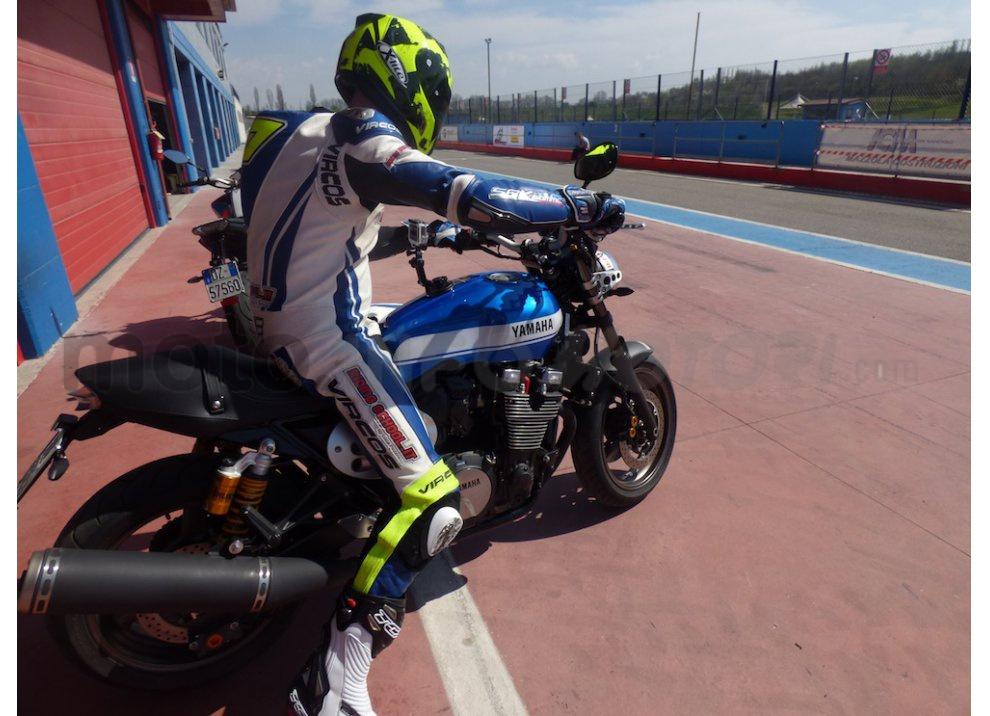 Prova Yamaha XJR 1300: tanta coppia su strada e pista - Foto 21 di 25