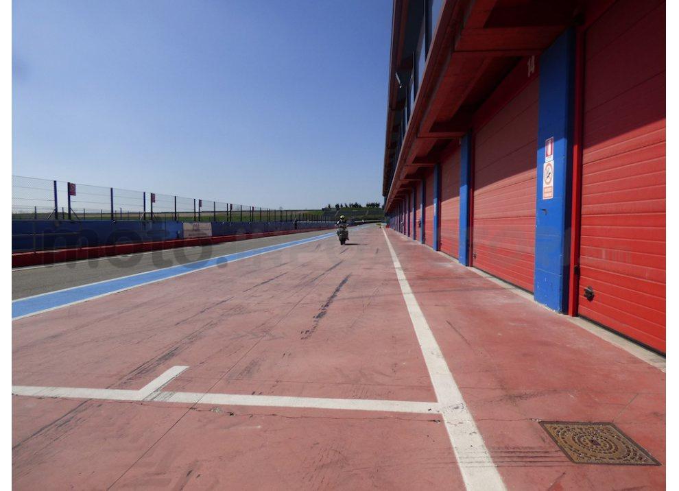 Prova Yamaha XJR 1300: tanta coppia su strada e pista - Foto 22 di 25