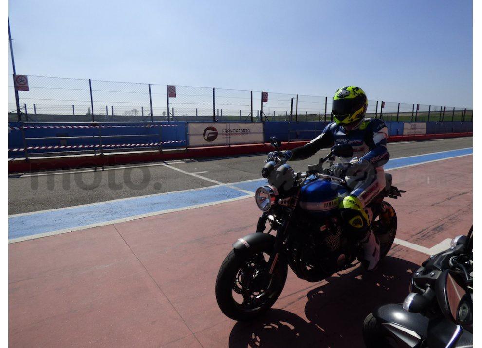 Prova Yamaha XJR 1300: tanta coppia su strada e pista - Foto 23 di 25