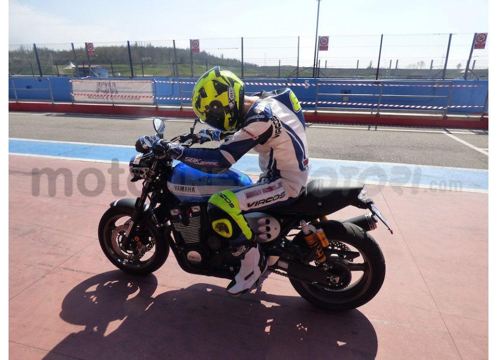 Prova Yamaha XJR 1300: tanta coppia su strada e pista - Foto 24 di 25