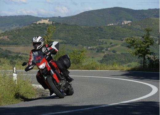 Provata la nuova Ducati Hyperstrada: divertirsi molto, viaggiare con moderazione - Foto 13 di 27