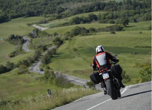 Provata la nuova Ducati Hyperstrada: divertirsi molto, viaggiare con moderazione - Foto 14 di 27