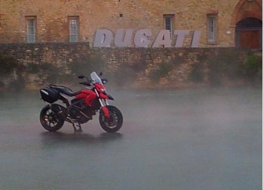 Provata la nuova Ducati Hyperstrada: divertirsi molto, viaggiare con moderazione - Foto 19 di 27