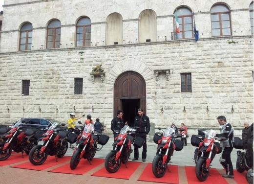 Provata la nuova Ducati Hyperstrada: divertirsi molto, viaggiare con moderazione - Foto 27 di 27