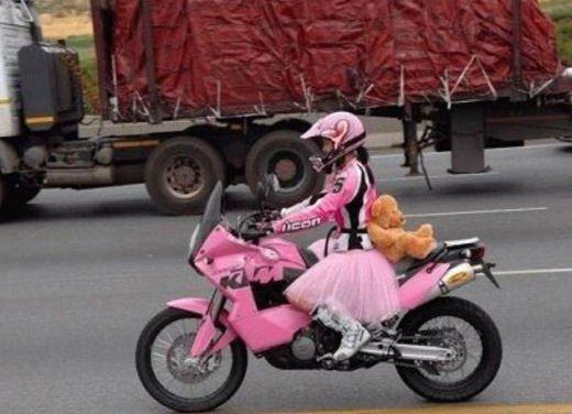 Le donne in moto più brave degli uomini - Foto 2 di 17