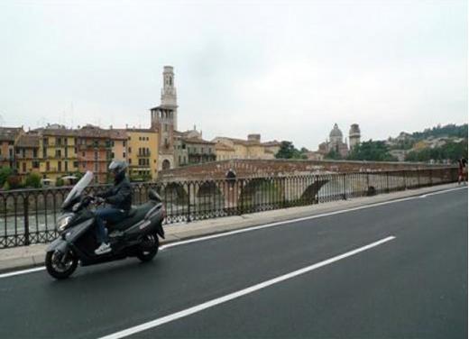 """Suzuki Burgman 650 ABS, test ride del maxiscooter davvero """"maxi"""""""
