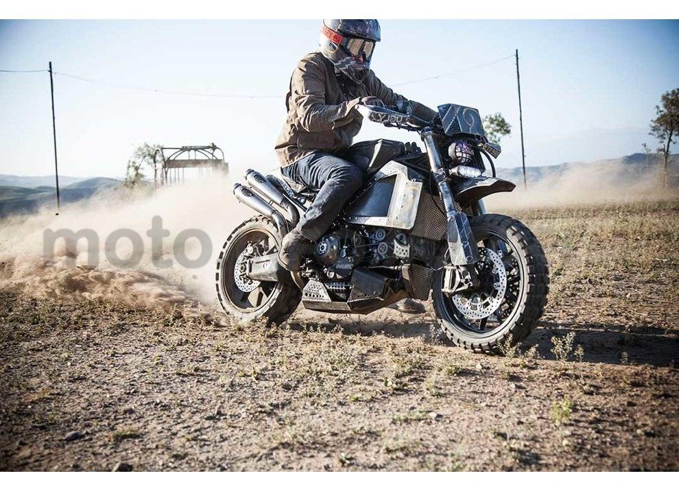 Ducati e Suzuki in un'unica moto: è la SuzuCati di Roland Sands - Foto 11 di 31