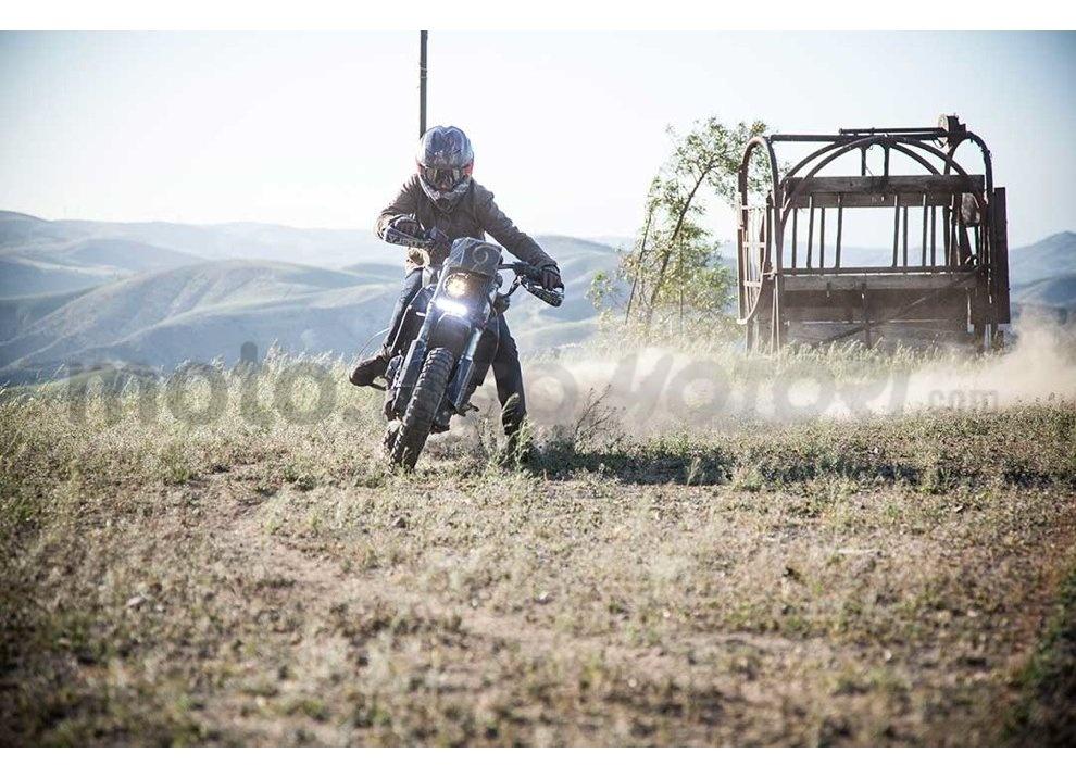 Ducati e Suzuki in un'unica moto: è la SuzuCati di Roland Sands - Foto 12 di 31