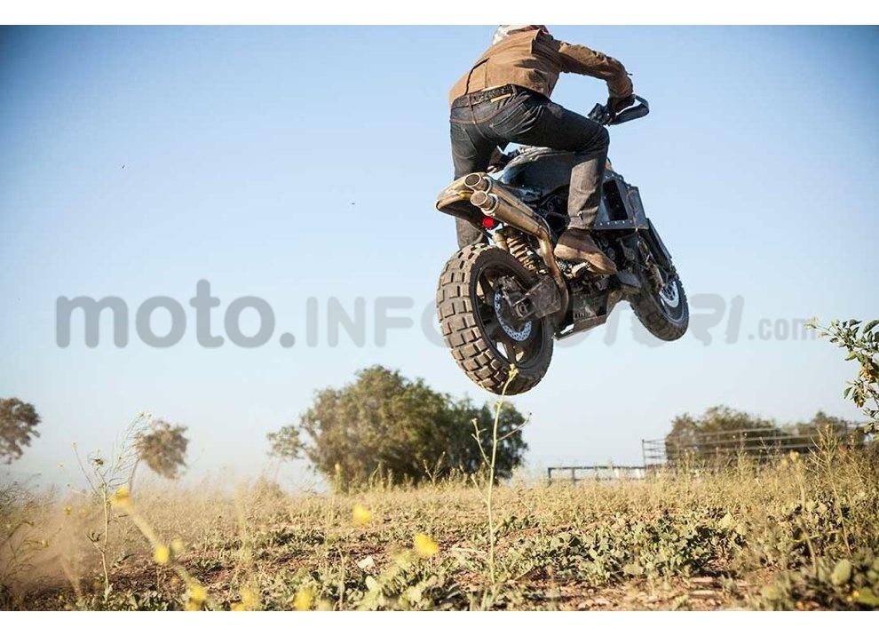 Ducati e Suzuki in un'unica moto: è la SuzuCati di Roland Sands - Foto 8 di 31