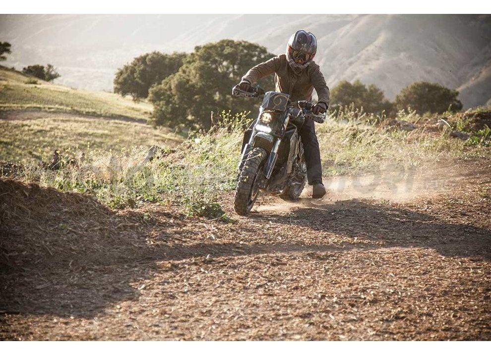 Ducati e Suzuki in un'unica moto: è la SuzuCati di Roland Sands - Foto 15 di 31
