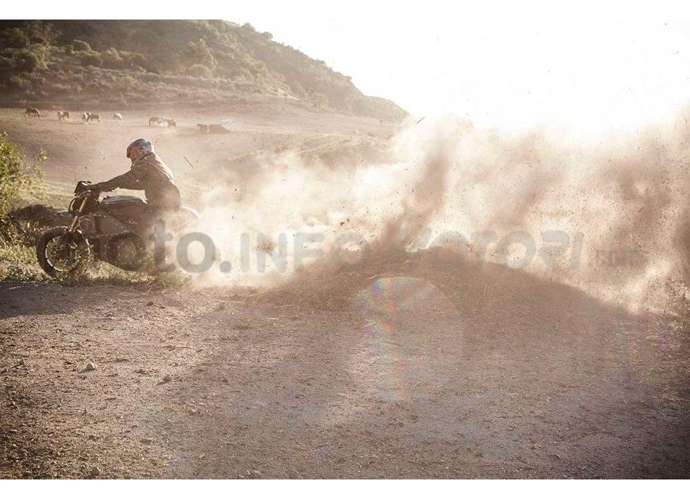 Ducati e Suzuki in un'unica moto: è la SuzuCati di Roland Sands - Foto 16 di 31
