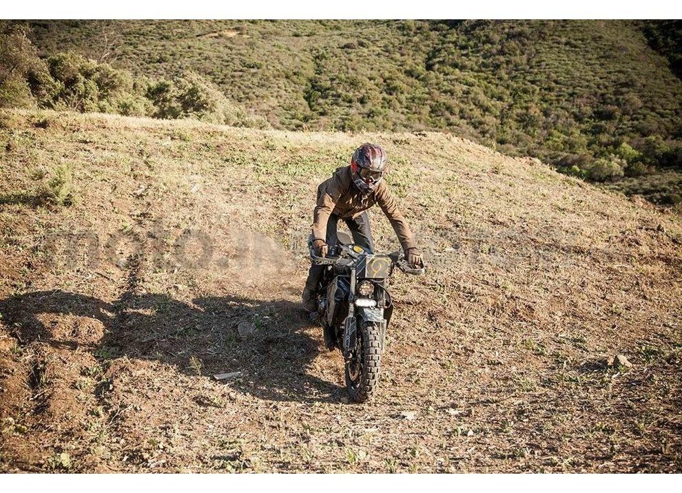 Ducati e Suzuki in un'unica moto: è la SuzuCati di Roland Sands - Foto 18 di 31