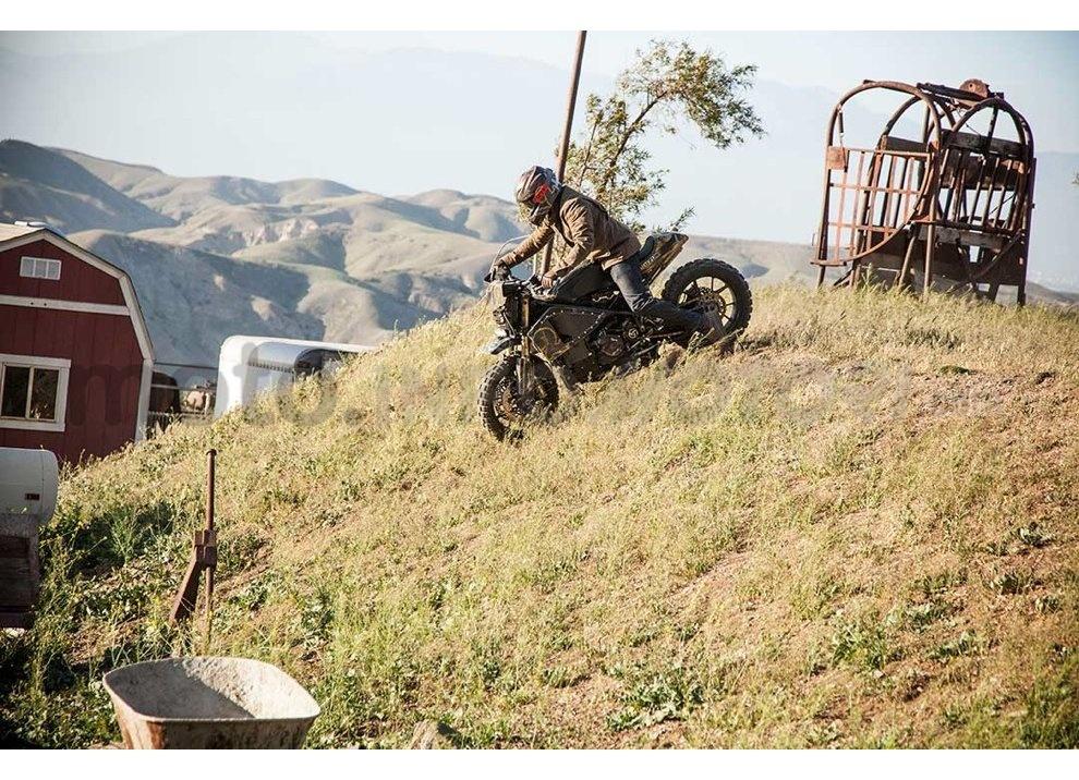 Ducati e Suzuki in un'unica moto: è la SuzuCati di Roland Sands - Foto 19 di 31