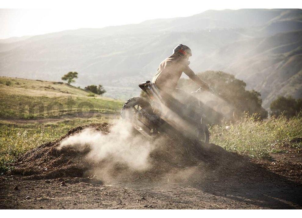 Ducati e Suzuki in un'unica moto: è la SuzuCati di Roland Sands - Foto 20 di 31