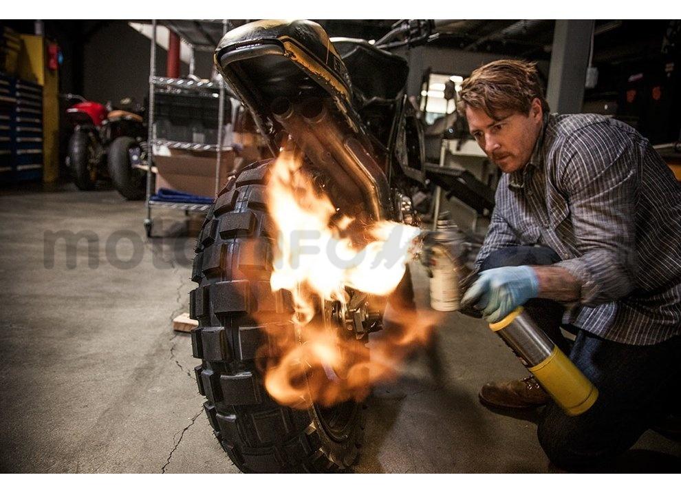Ducati e Suzuki in un'unica moto: è la SuzuCati di Roland Sands - Foto 3 di 31