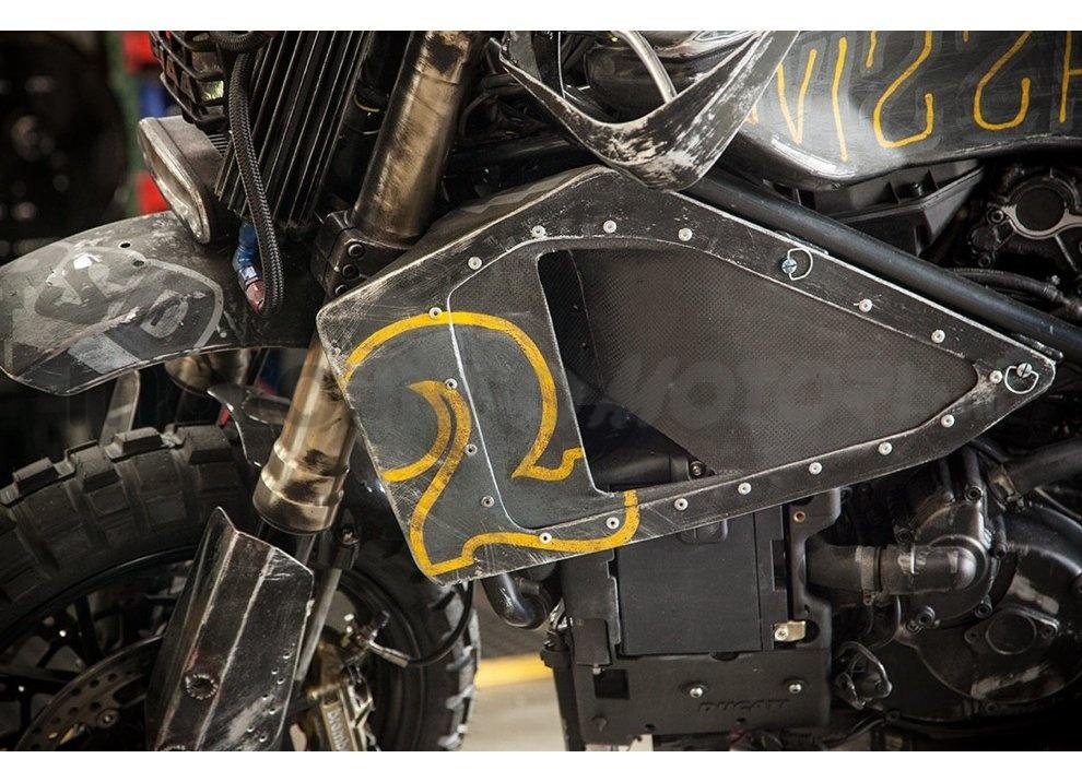 Ducati e Suzuki in un'unica moto: è la SuzuCati di Roland Sands - Foto 23 di 31