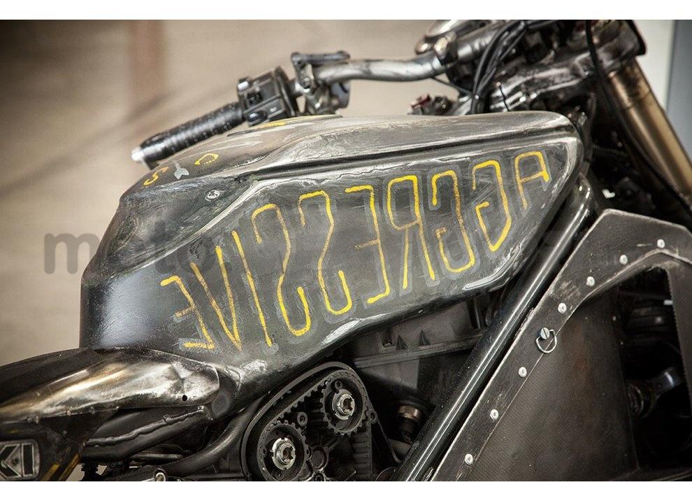 Ducati e Suzuki in un'unica moto: è la SuzuCati di Roland Sands - Foto 24 di 31