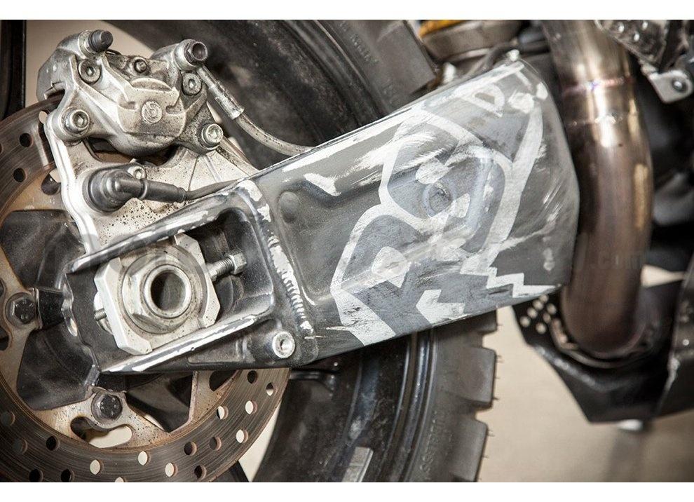 Ducati e Suzuki in un'unica moto: è la SuzuCati di Roland Sands - Foto 26 di 31
