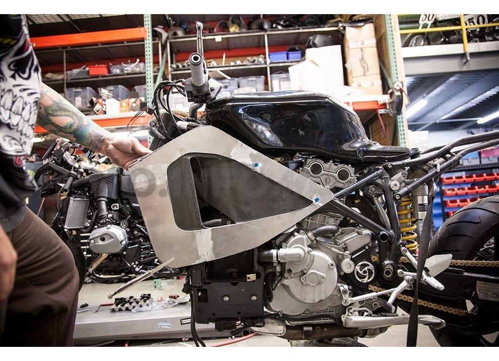 Ducati e Suzuki in un'unica moto: è la SuzuCati di Roland Sands - Foto 28 di 31