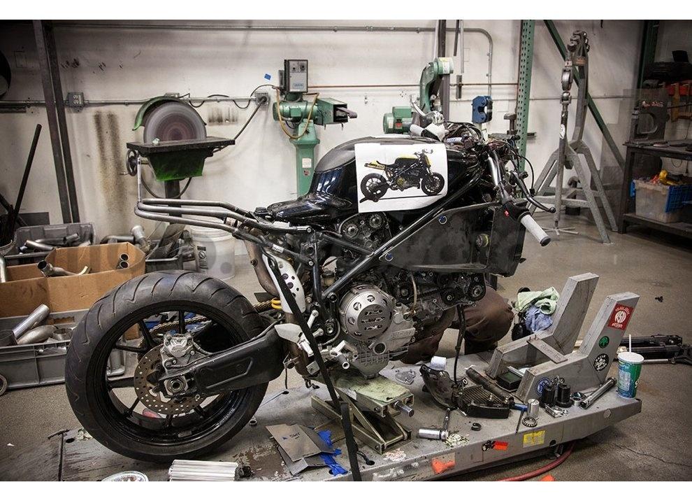 Ducati e Suzuki in un'unica moto: è la SuzuCati di Roland Sands - Foto 30 di 31