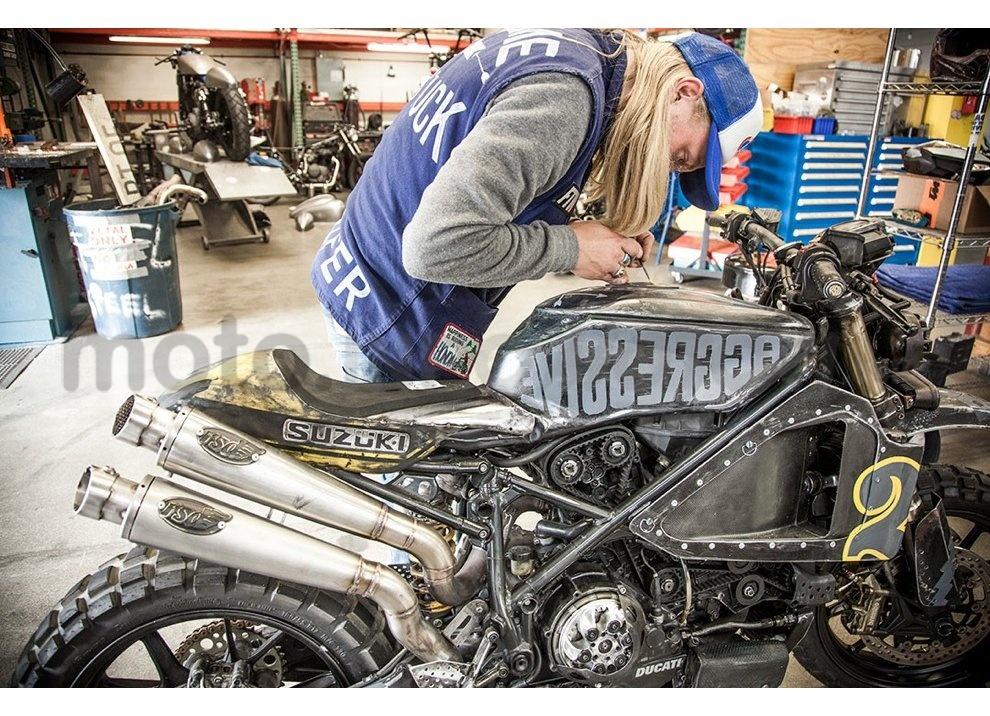 Ducati e Suzuki in un'unica moto: è la SuzuCati di Roland Sands - Foto 2 di 31