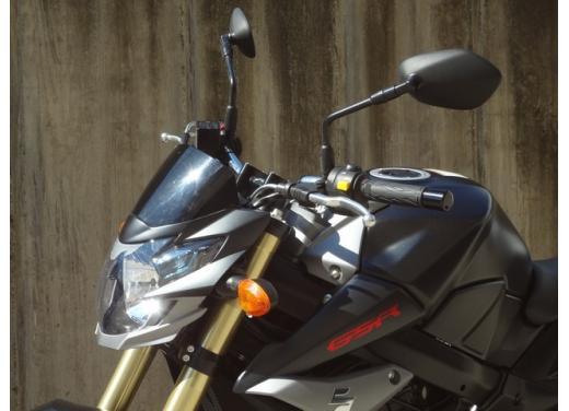 Suzuki GSR 750, la naked sportiva con performance da maxi - Foto 12 di 25