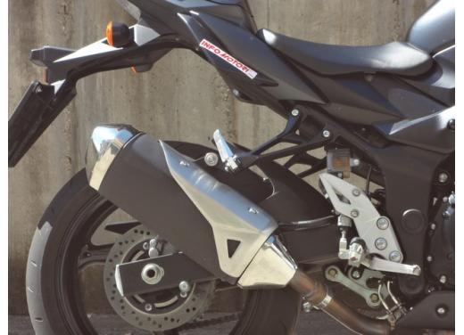 Suzuki GSR 750, la naked sportiva con performance da maxi - Foto 17 di 25