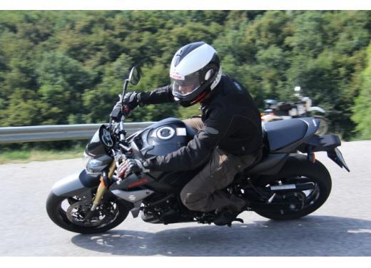 Suzuki GSR 750, la naked sportiva con performance da maxi - Foto 9 di 25