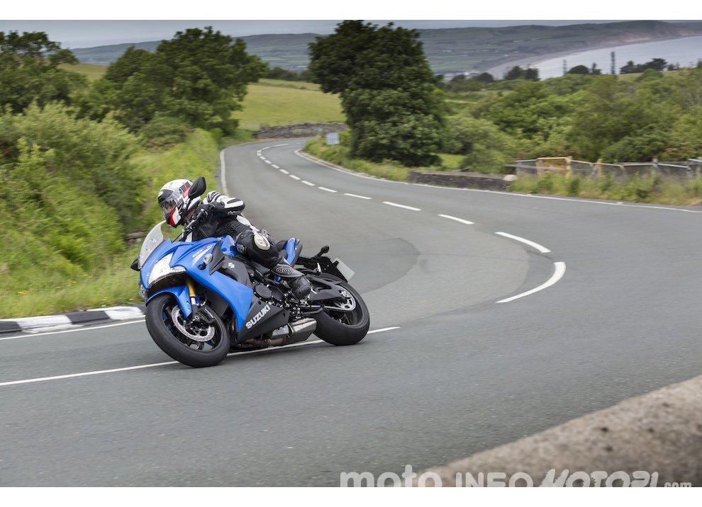 Suzuki: promozioni e sconti sulla gamma moto e scooter 2015 - Foto 7 di 13