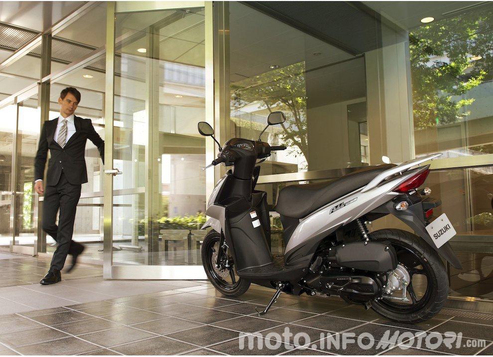 Suzuki: promozioni e sconti sulla gamma moto e scooter 2015 - Foto 4 di 13