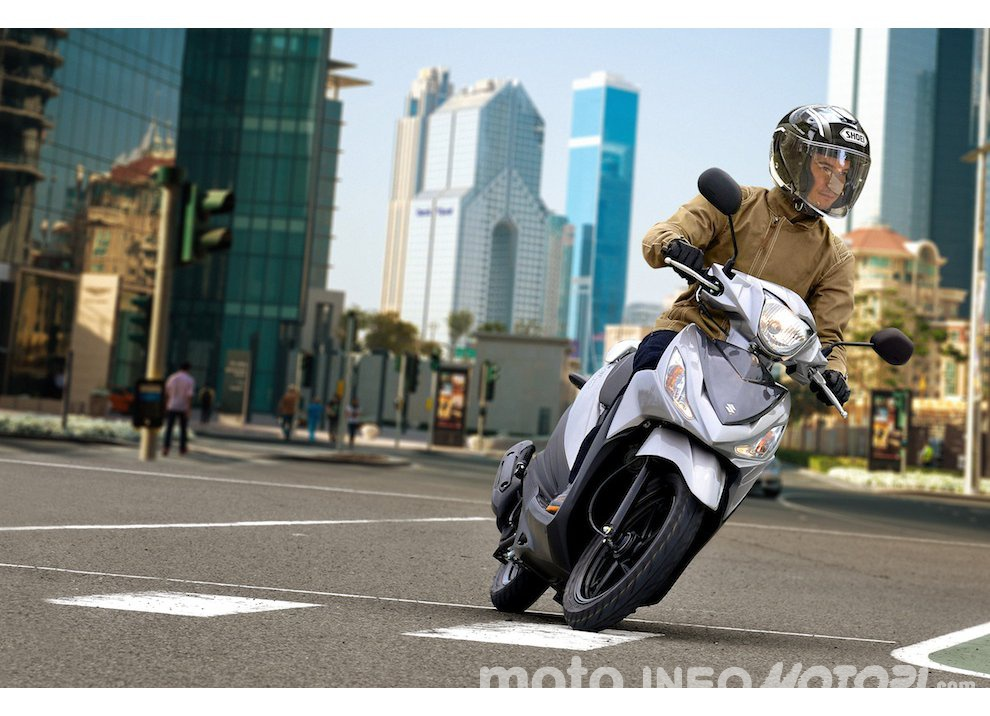 Suzuki: promozioni e sconti sulla gamma moto e scooter 2015 - Foto 12 di 13