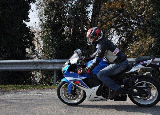Suzuki GSX-R 600: prova su strada della nuova supersportiva di media cilindrata - Foto 43 di 52