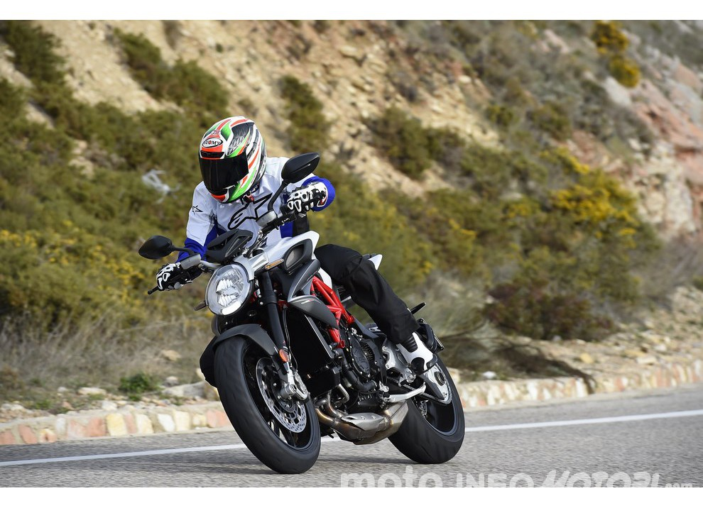 Test ride MV Agusta Brutale 800 2016: La forza dell'anima Brutale!