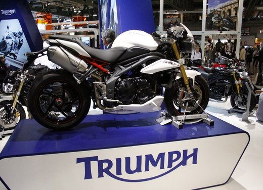 Triumph Speed Triple R - Foto 2 di 15