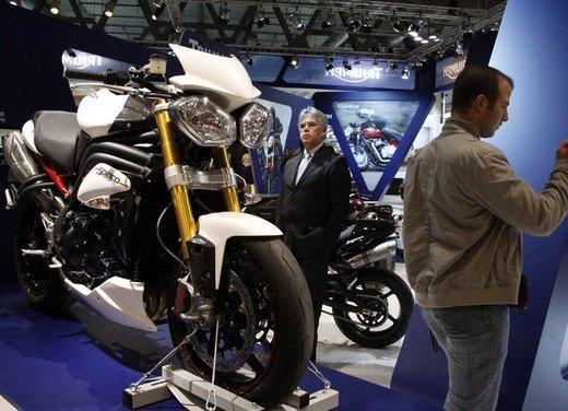Triumph Speed Triple R ad un prezzo di 14.495 Euro - Foto 3 di 15