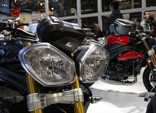 Triumph Speed Triple R ad un prezzo di 14.495 Euro - Foto 7 di 15